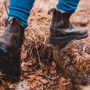 Fokus auf Schuhe eines Wanderers
